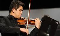 Seniman violis berbakat Vietnam, Bui Cong Duy  memulai acara pertunjukan tahun 2019