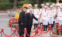 Sekjen, Presiden Nguyen Phu Trong menyambut dan melakukan pembicaraan dengan  Pemimpin RDRK, Kim Jong-un
