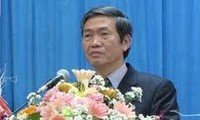 Senior Party official meets heads of Vietnamese delegation abroad