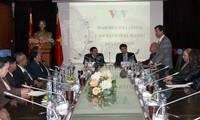 VOV leaders receive Lao radio delegation