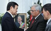 President Truong Tan Sang pays tribute to President Hugo Chavez