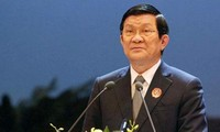 President works with Hanoi Party Standing Committee