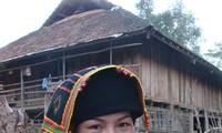 Khan Pieu, the traditional scarf of black Thai women