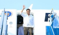 Filipino President begins his official visit to Vietnam