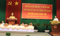 President Tran Dai Quang meets military voters in Ho Chi Minh City
