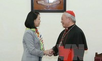 Party official pays Christmas visit to Archdiocese of Hanoi