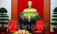 Vietnamese top leaders receive Japanese Prime Minister
