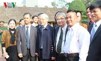 Party General Secretary pays working visit to Nam Dinh province