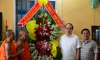 Vietnam Fatherland Front President pays New Year visit to the Khmer people