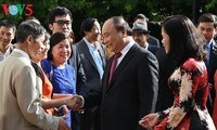 Prime Minister meets Overseas Vietnamese in the Netherlands