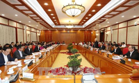 Party leader works with Hanoi Party Committee