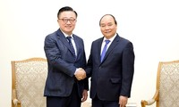 Prime Minister calls on Samsung to expand investment in Vietnam