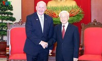 Vietnamese top leaders meet with Governor-General of Australia