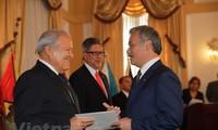 El Salvador President praises relations with Vietnam