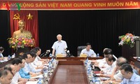 Party leader praises contributions of communications and education sector