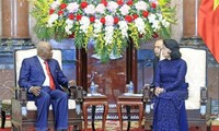 Acting President receives former Mozambican President