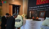 Embassies hold tribute-paying ceremonies for former President Le Duc Anh