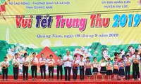 PM joins Mid-Autumn Festival with children in Quang Nam