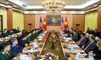 US Secretary of Defense pays official visit to Vietnam