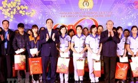 Officials present gifts to the poor ahead of Lunar New Year festival