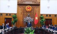 Prime Minister receives Chinese investors in Vietnam
