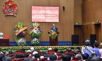 PM calls for Procuracy's stronger sense of responsibility in fighting corruption