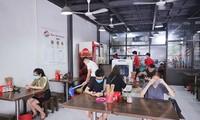 Restaurants, cafes in Hanoi take COVID-19 preventive measures