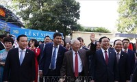 Party chief and President attends 70th anniversary of Nguyen Gia Thieu high school