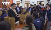 NA Chairwoman visits Quang Nam, presents gifts to flood victims