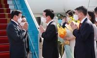Lao top leader begins official visit to Vietnam