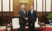 陈大光会见前来辞行拜会的白俄罗斯驻越大使萨多克