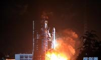 中国成功发射第一颗移动通信卫星