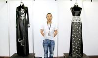 越南设计师武越钟的作品参加在美国的时装表演