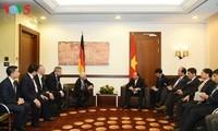 阮春福在柏林会见一些大型企业代表