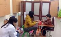 近1000人参加越南提高对自闭症认识日