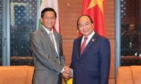 阮春福会见缅甸副总统亨利班提育