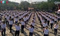 服务2018年顺化艺术节的300名志愿者举行出征仪式