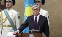 哈萨克斯坦代总统宣誓就职
