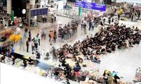 中国:香港机场取消了两百多趟航班