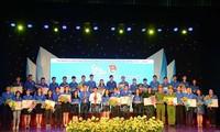 岘港表彰遵循胡志明主席教导优秀青年