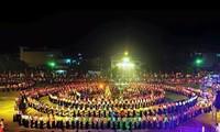 安沛省举行世界最大的越南摆手舞表演