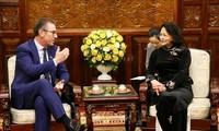 越南国家副主席邓氏玉盛会见爱尔兰全球风能与太阳能公司执行总裁