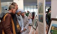 越南保障和推动人权成就图片展在大叻市举行