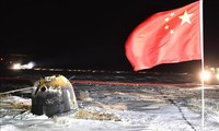 中国嫦娥五号探测器返回地球