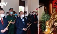 越南国家主席阮春福举行上香仪式,缅怀胡志明主席