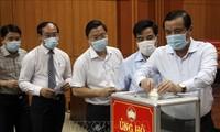 越南全国个人和组织积极支持防疫工作并向新冠疫苗基金捐款