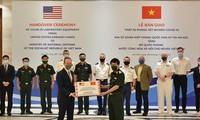 美国驻越大使馆向越南国防部赠送新冠肺炎病毒实验室设备