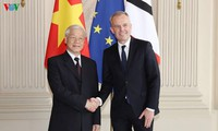 Генсек ЦК КПВ встретился с председателем Национальной ассамблеи Франции