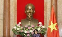 Вице-президент СРВ Данг Тхи Нгок Тхинь приняла авторитетных представителей нацменьшинств