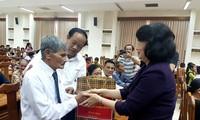 Данг Тхи Нгок Тхинь вручила подарки семьям льготной категории в провинции Куангнам